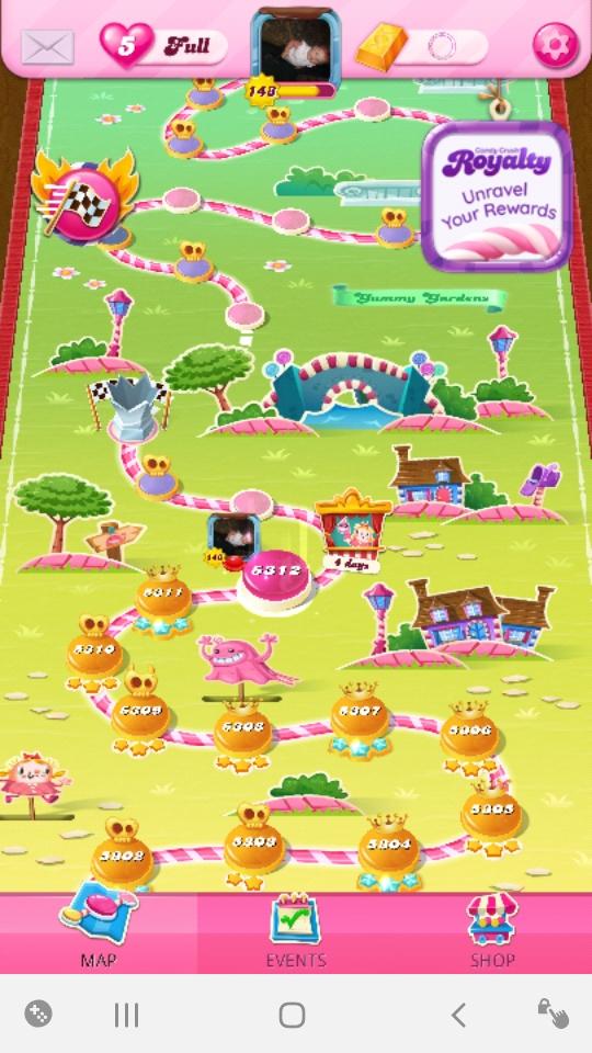 Screenshot_20210826-193244_Candy Crush Saga.jpg