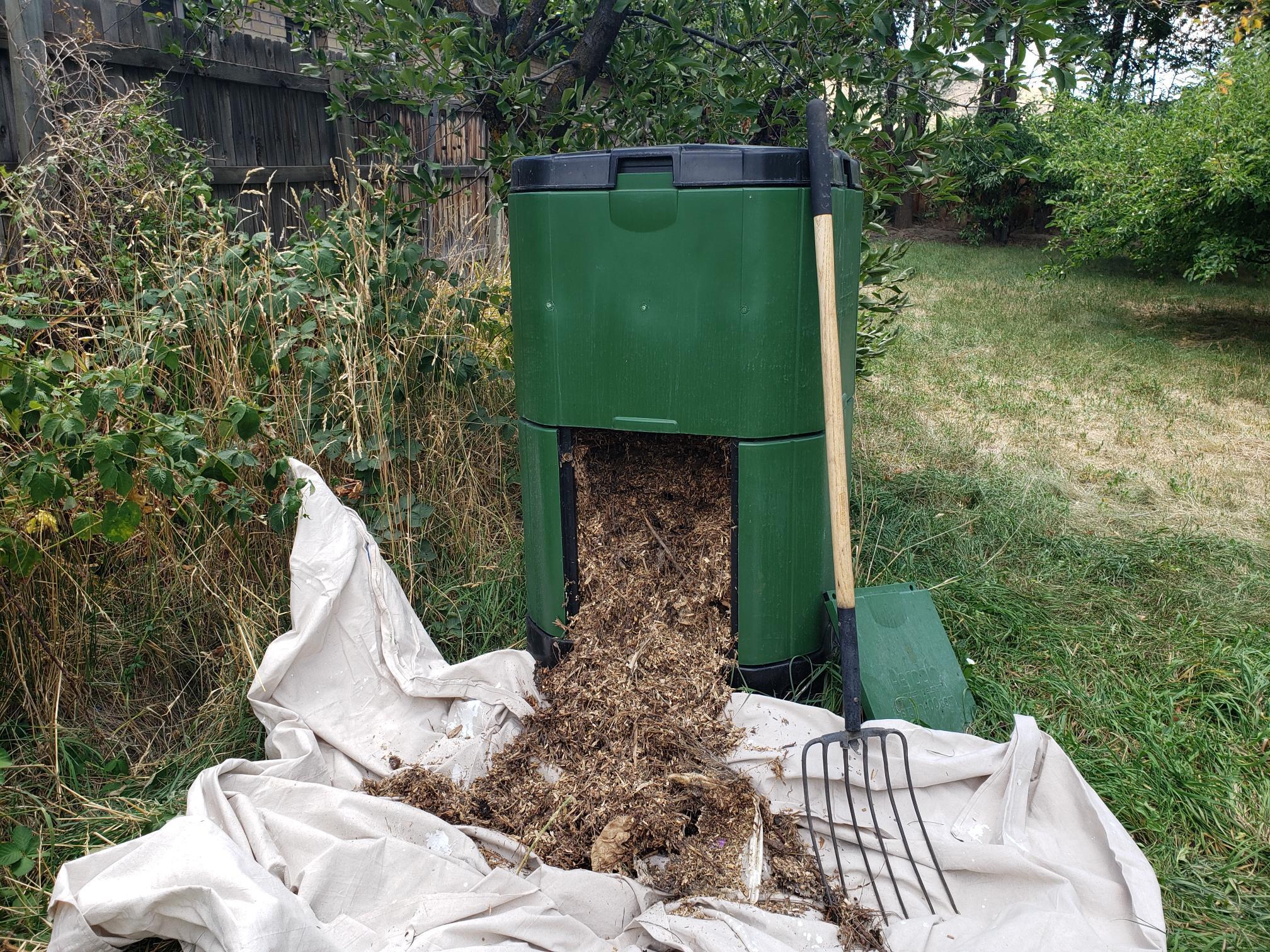 2019 09 03 compost bin experiment 1.jpg
