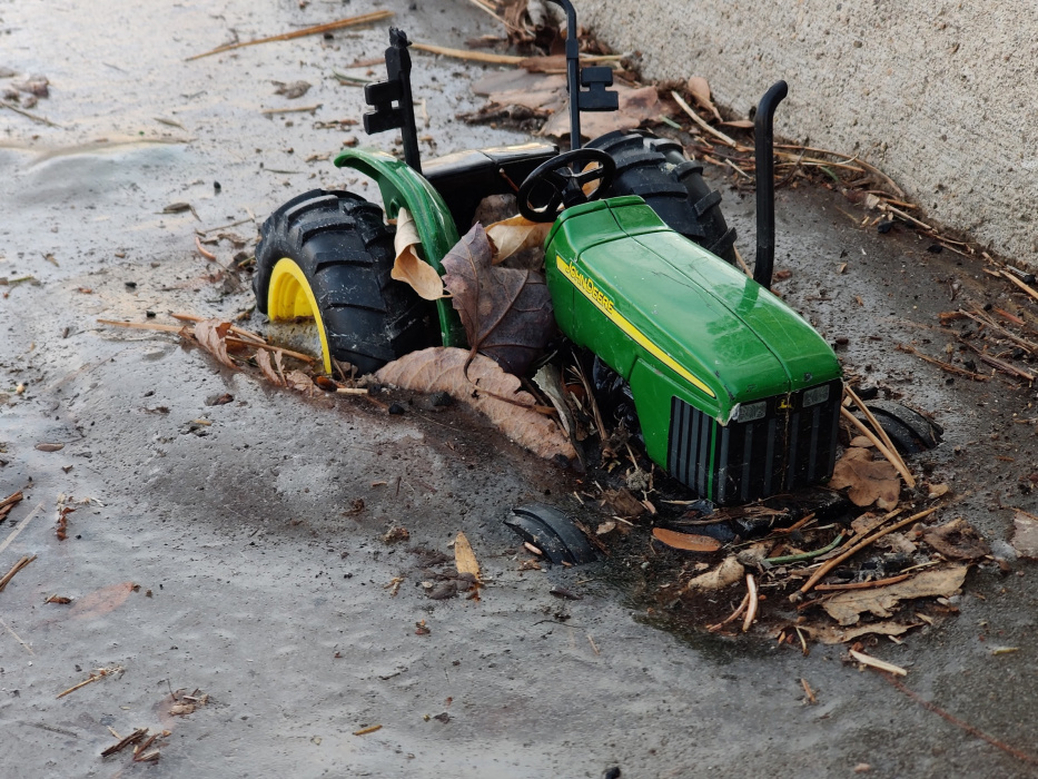 frozen_tractor.jpg