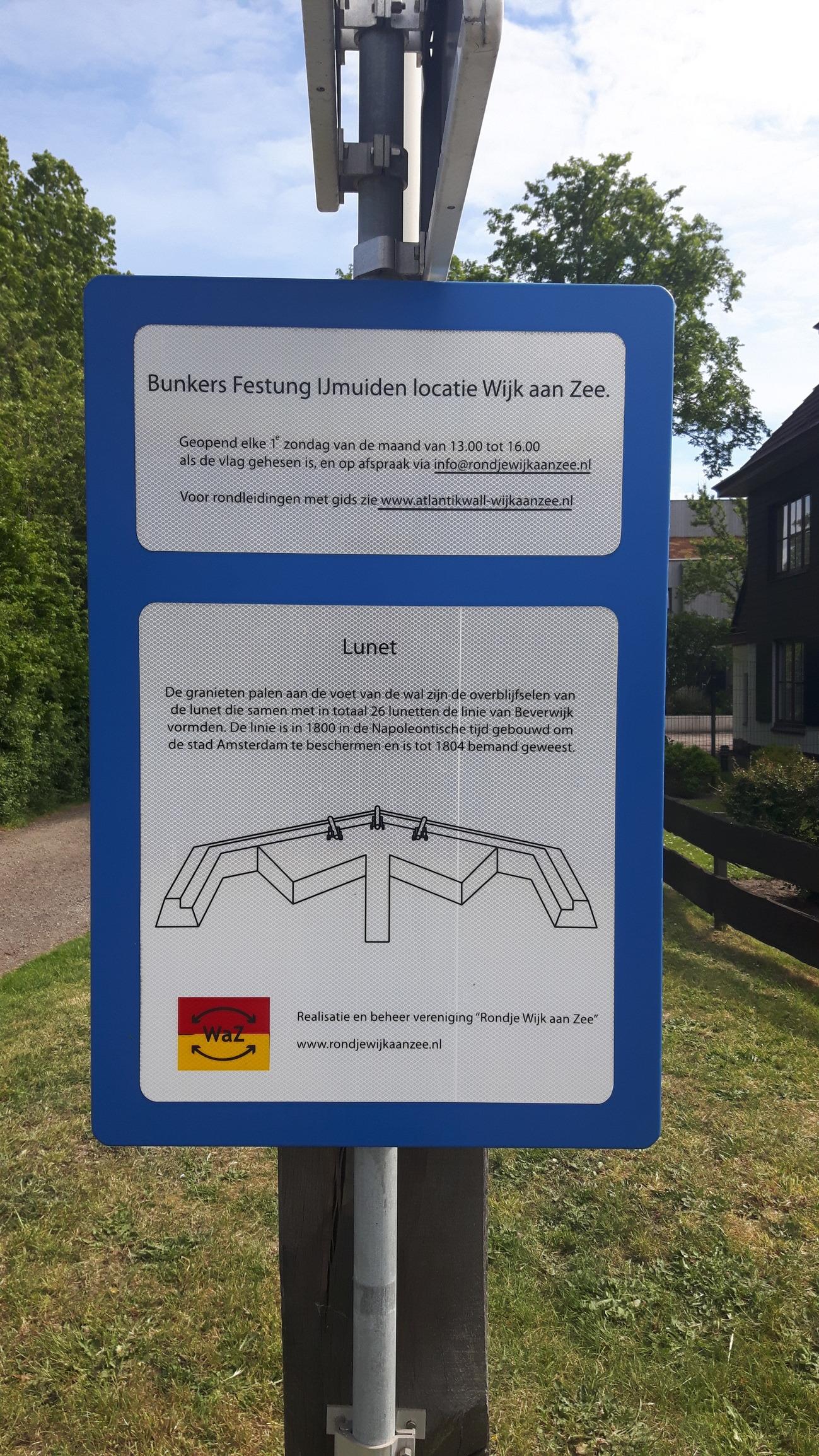 Bunkers Festung IJmuiden locatie Wijk aan Zee photo.jpg