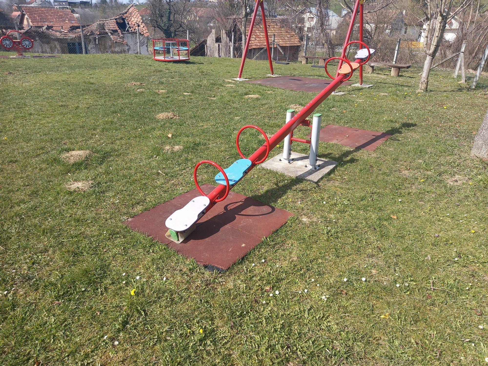 dječje igralište u krugu 2.jpg